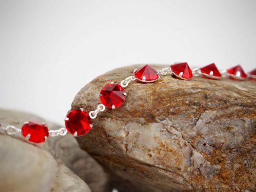 Bransoletka z czerwonych kryształków