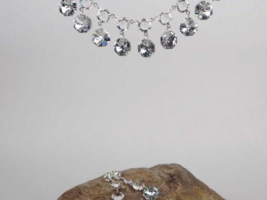 Kryształowy naszyjnik z kolczykami w kolorze srebrnym