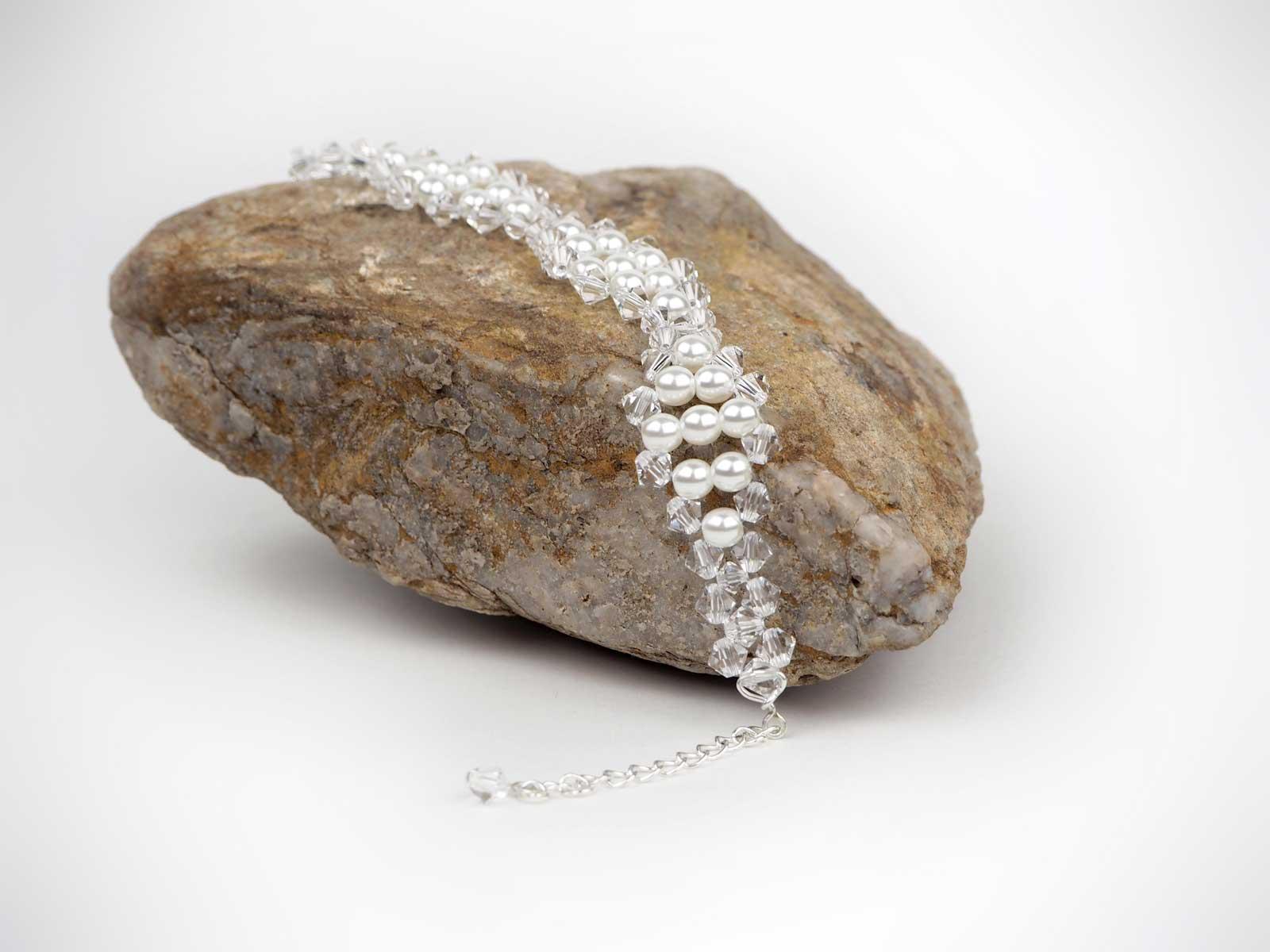 perłowo - kryształowa bransoletka na kamieniu