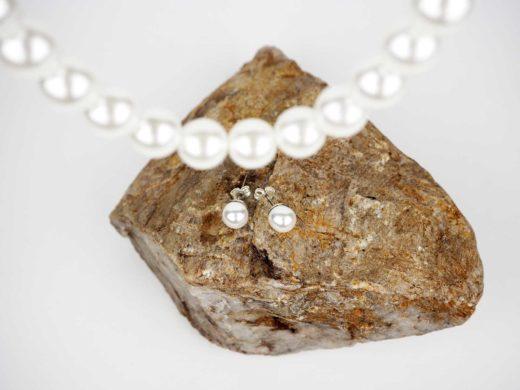 Zdjęcie perłowego naszyjnika i kolczyków | Biżuteria kryształowa IKA