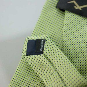 Zielony krawat w czarne kropki