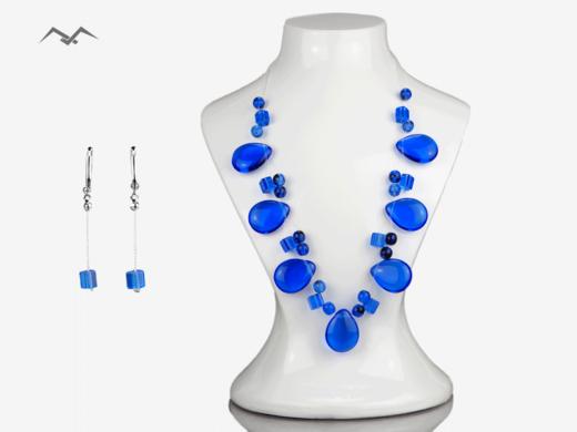 Komplet niebieskiej biżuterii z koralików szklanych