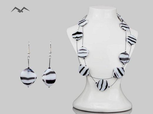 Biżuteria-z-koralików-zebra