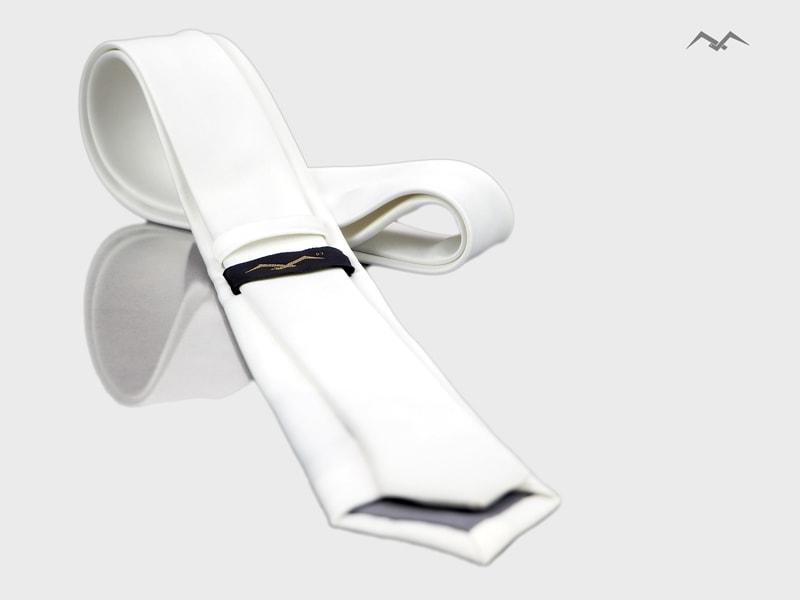 biały krawat z mikrofibry ślubny produkcji IKA Biernat